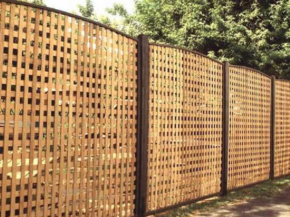 Интересный забор своими руками 13